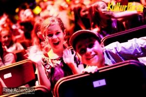800 Schüler der Klassen 1 bis 6 im großen Zelttheater